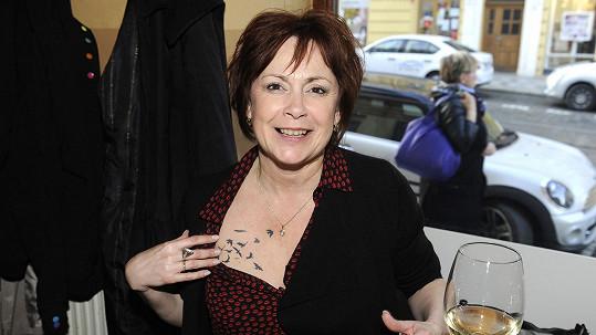 Ilona Svobodová má problémy s tetováním při natáčení.