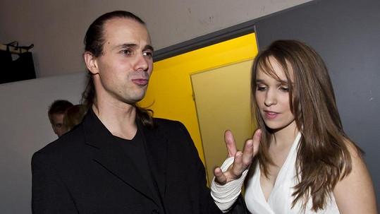 Zraněný Tomáš Beroun s přítelkyní Vlaďkou Skalovou.