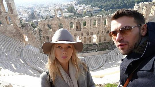 Lukáš a Veronika vystupovali z lodi, aby se podívali na památky.