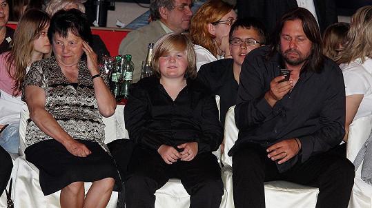 Svatava Bartošová s vnukem Arturem a Jiřím Pomejem v roce 2009