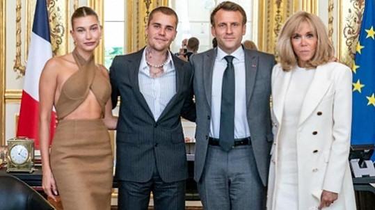 Manželé Bieberovi s francouzským prezidentem Emmanuelem Macronem a jeho ženou Brigitte
