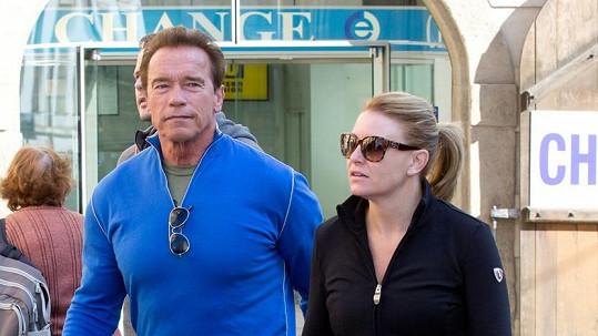 Arnold Schwarzenegger s přítelkyní Heather v Praze