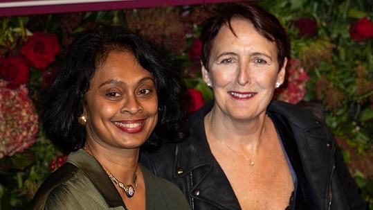 Fiona Shaw s manželkou Sonali Deraniyagalou (vlevo)