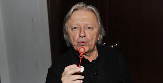 Václav Neckář nám vyfoukl i mýdlovou bublinu.