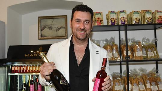 Domenico Martucci zavřel na 2 týdny svůj obchod.