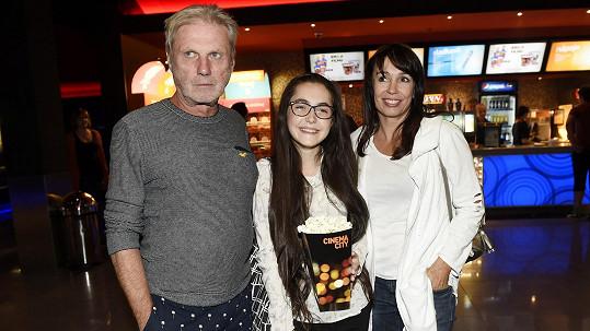 Zbývá už jen pár dní prázdnin. Tak Zdeněk Merta vzal svou mladší dceru do kina.