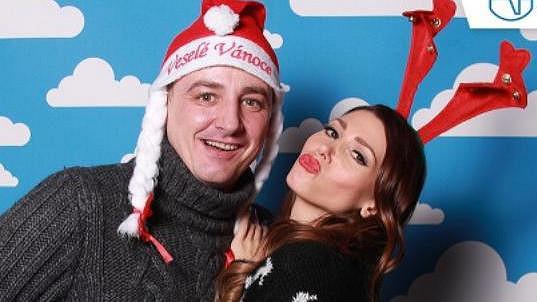 Takhle sexbomba Kerndlová s přítelem Reném popřáli fanouškům Veselé Vánoce