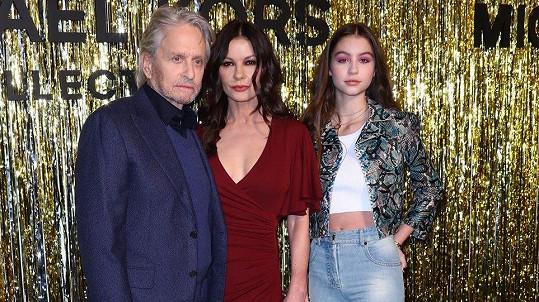 Michael a Catherine vzali na přehlídku dceru Carys.