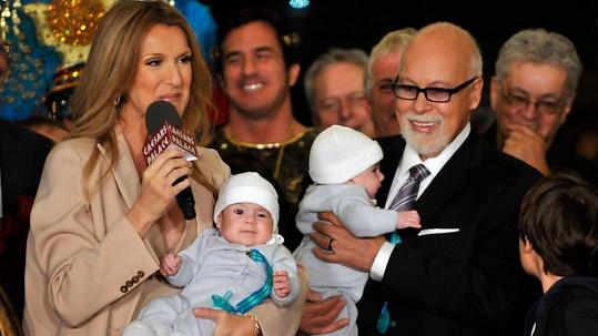 Céline Dion (45) s manželem Reném Angelilem (71) a dvojčátky Nelsonem a Eddym (3)