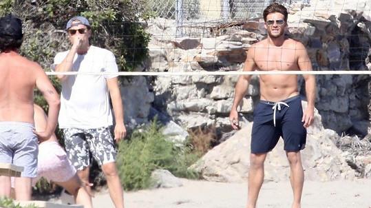Leonardo DiCaprio si zahrál volejbal se Scottem Eastwoodem.