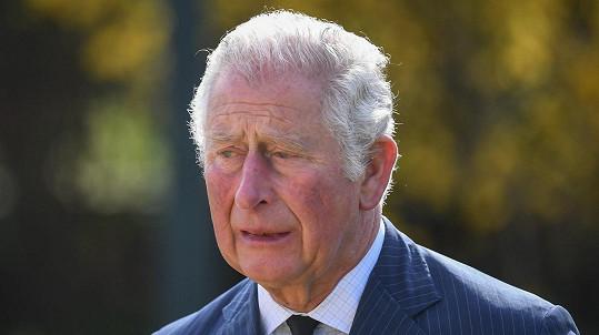 Princ Charles truchlí pro zesnulého otce, vévodu z Edinburghu.