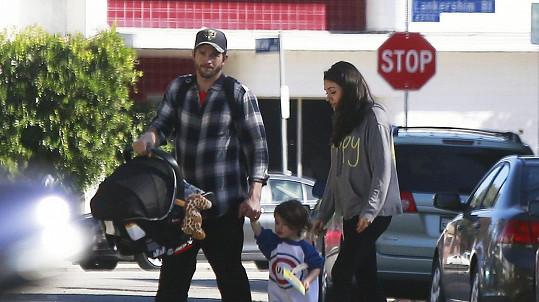Manželé strávili první Vánoce s dvouletou Wyatt a novorozeným synem Dimitrim.