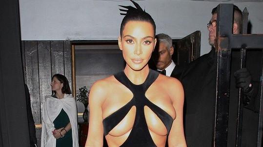 Šaty Kim Kardashian zaujaly mnohé...