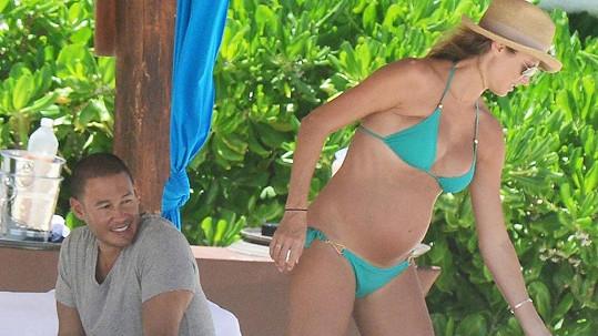 Stacy Keibler po očku sledoval její manžel Jared Pobre.