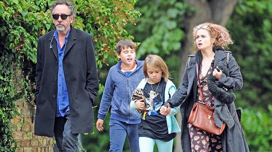 Tim Burton a Helena Bonham Carter se svými dětmi