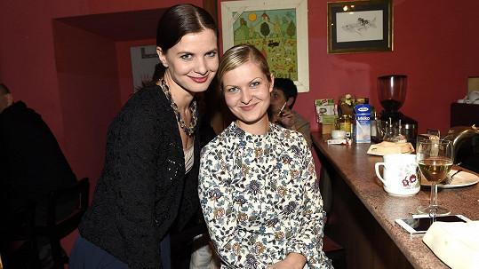 Aneta Stolzová se svou mladší sestrou Veronikou