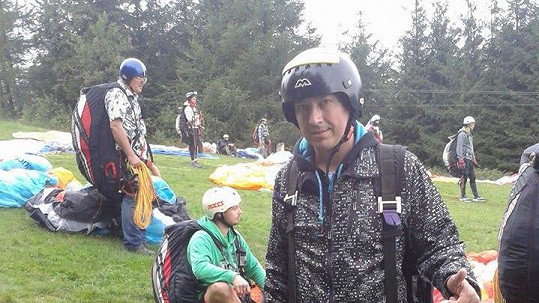 Petr Bende dostal od ženy let kluzákem.