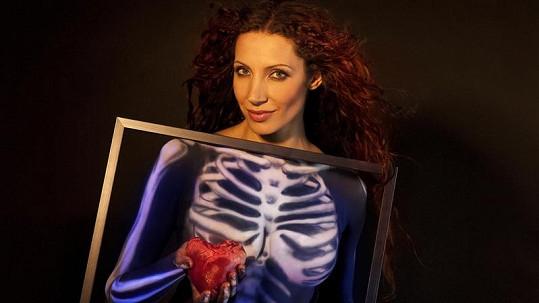 Olga Lounová má zkrvavené srdce na dlani.