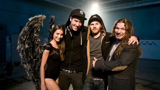 Petr Kolář děkuje týmu, se kterým natočil svůj poslední videoklip.