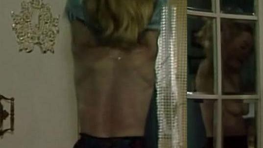 Dana Batulková ve filmu Sama uprostřed noci.