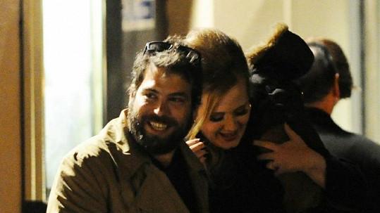 Adele se svým přítelem.