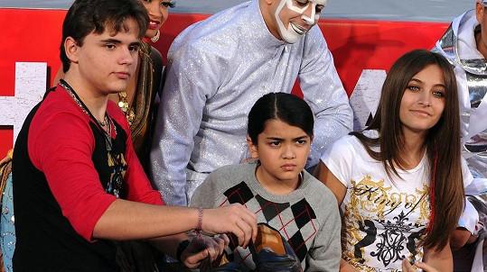 Potomci Michaela Jacksona nestrádají.