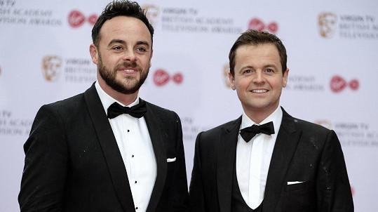 Ant McPartlin (vlevo) a jeho kolega a přítel Declan Donnelly