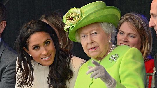 Meghan údajně mluvila s královnou krátce před pohřbem jejího manžela.