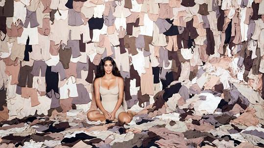 Kim Kardashian v kampani na prádlo vlastní značky