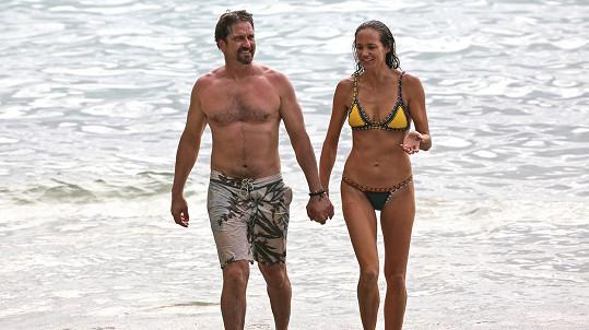 Gerard Butler vzal partnerku na Havaj.