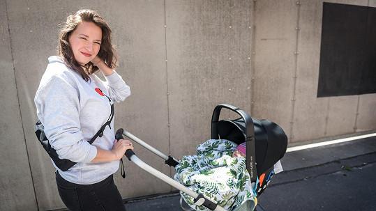 Berenika Kohoutová vyrazila na focení kalendáře s dcerou Lolou.