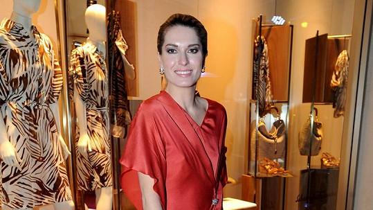 Olga Menzelová si pod šaty nevzala podprsenku.
