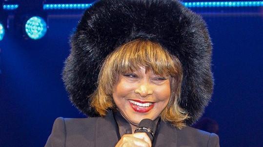 Tina Turner vypadá pořád báječně.