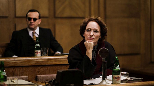 Aňa Geislerová coby komunistická prokurátorka Brožová-Polednová