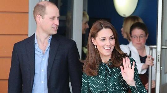 William a Kate navštívili dětskou nemocnici v Londýně.