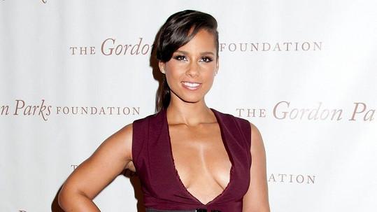 Alicia Keys a její odvážný dekolt