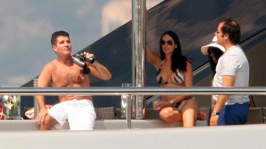 Milostný trojúhelník na jedné jachtě v roce 2011 - Simon, Andrew a dnes těhotná Lauren Silverman.