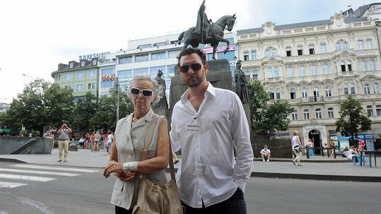 Domenico Martucci s maminkou na loňské demonstraci proti týrání žen