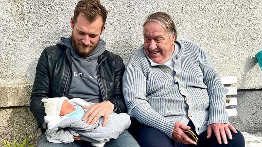 Josef Pizinger se synem a dědou