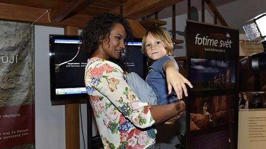 Lejla Abbasová se synem Davidem
