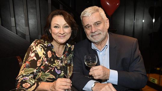Zlata Adamovská a Petr Štěpánek vyrazili na křest kalendáře pro IKEM.