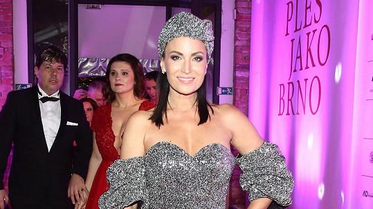 Gábina Partyšová šokovala na plese, když dorazila v turbanu.