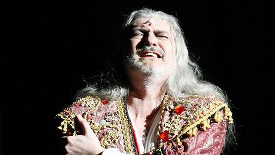 Dan Hůlka je nesmrtelným Draculou...