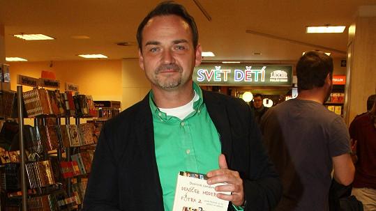 Filip Švarc na křtu knihy Deníček moderního fotra Dominika Landsmana.