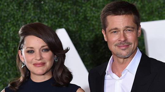 Brad Pitt s kolegyní z filmu Spojenci Marion Cotillard.