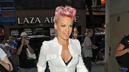 Pink vypadá báječně.