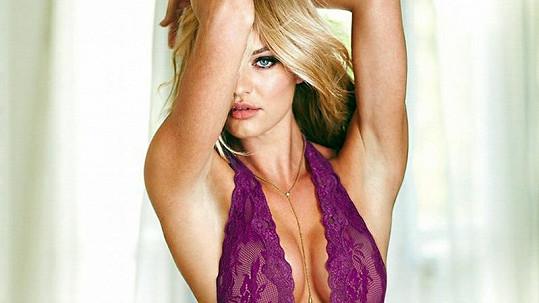 Candice Swanepoel by na svém dokonalém těle dokázala prodat nejspíš úplně všechno.