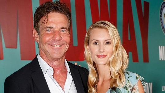 Herec Dennis Quaid si vzal o téměř čtyři dekády mladší doktorandku Lauru Savoie.