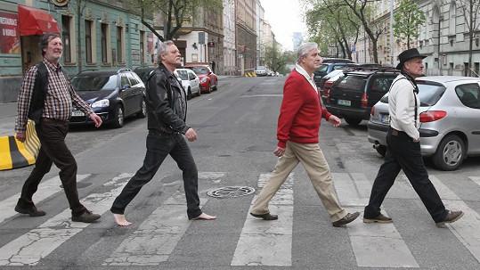 Slavní herci si hrají na členy kapely Beatles.