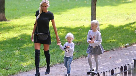Česká Miss 2007 s dcerami Denisou a Vanessou.